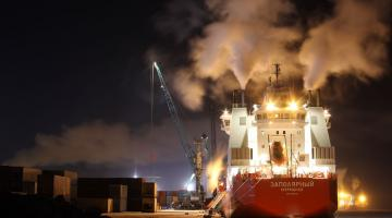Vessel at harbour burning of oil and sulfur